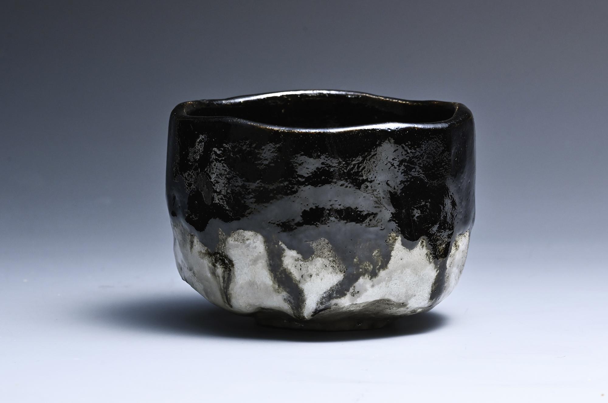 黒楽白釉掛分茶碗